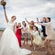 Тренировочный бросок букета на свадьбе